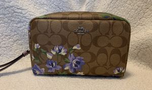 Coach Large Cosmetic Bag for Sale in Los Angeles, CA
