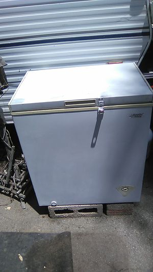 Small deep freezer for Sale in Bakersfield, CA