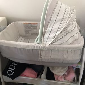 GRACO bassinet/changing table for Sale in Malden, MA