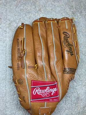 Rawling right handed baseball glove 6TL regular size 12 1/2 inch for Sale in Philadelphia, PA