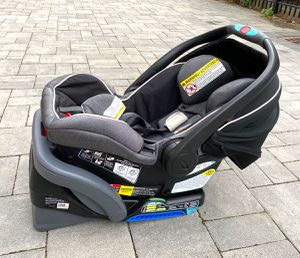 Baby Car Seat - infant / newborn, Graco 1-Click for Sale in West New York, NJ