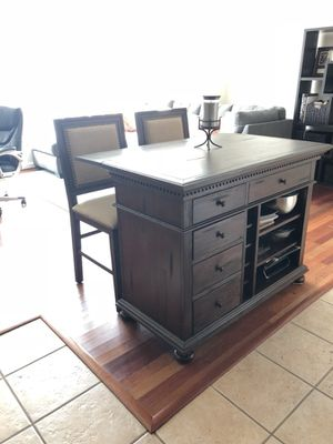 Kitchen island & chairs for Sale in Philadelphia, PA
