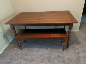 Dining table w. Matching bench for Sale in Tampa, FL