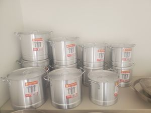 New Aluminum Pots with Steamer for Sale in Henderson, NV