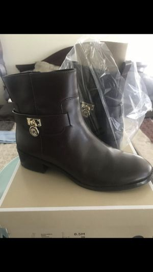New Authentic Michael Kors Women's Boots for Sale in Fontana, CA