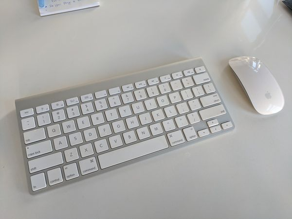Apple Wireless Mouse & Keyboard