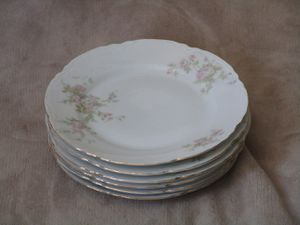 Set of 6 Antique Dishware- O&EG Royal Austria China Pink Roses Salad Plate. Condition is Used for Sale in Las Vegas, NV