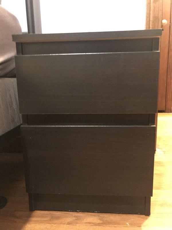 Set of nightstands (2)