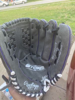 Softball glove for Sale in Indianapolis, IN