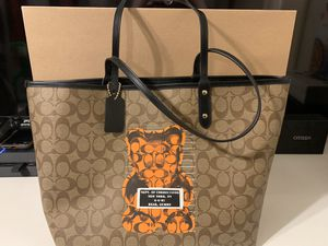 Coach Whisbe Gummy Bear Tote for Sale in Clearwater, FL