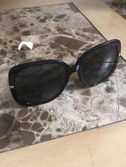 Gucci Sunglasses For Women's Like New Conditions Authentic for Sale in Alexandria,  VA