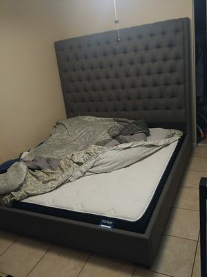 California King mattress and bed frame for Sale in San Bernardino, CA