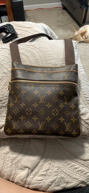 AUTHENTIC LOUIS VUITTON Crossbody Bag for Sale in Denver, CO