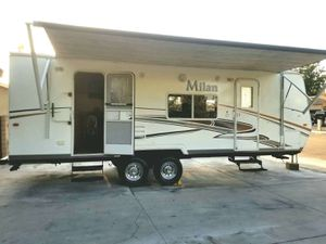 one owner 2011Milan 24 ft double-door slide out for Sale in Chino, CA