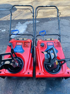 2 Toro powerclear 621E starts at first pull or electric start for Sale in Lombard, IL