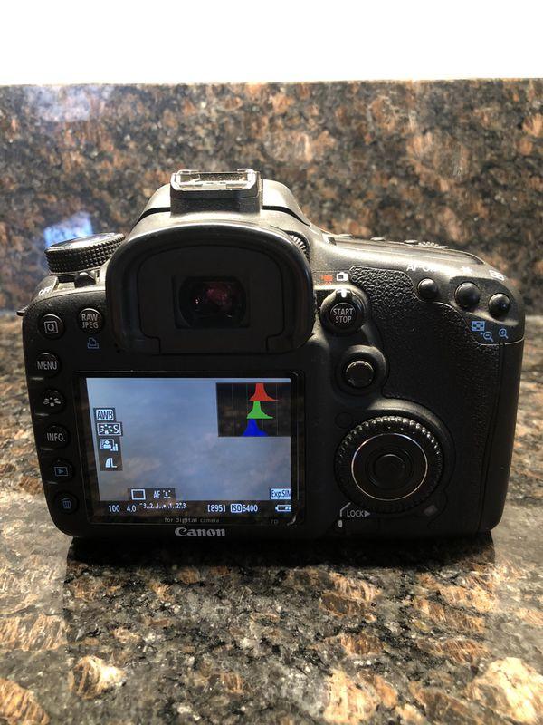 Canon EOS 7D DSLR Camera Bundle