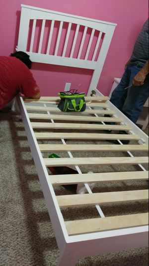 Twin bed frame for Sale in Fresno, CA
