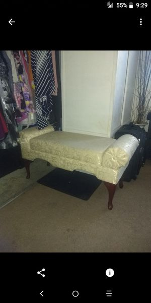 Ottoman off-white Nice condition asking $25 or best offer for Sale in Phoenix, AZ