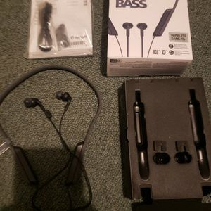 Sony MDR-XB70BT BLUETOOTH HEADPHONES USED FOR 1 HOUR for Sale in New Haven, CT