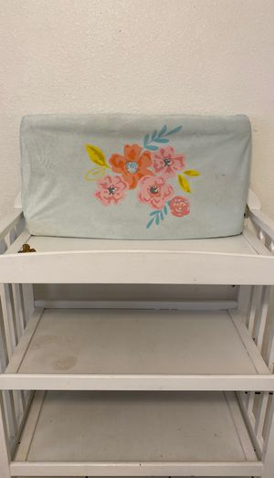 Changing table white, with pad. for Sale in Phoenix, AZ
