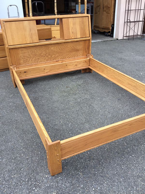Queen Sized Mid-Century Oak Bed Frame - Delivery Available for Sale in Tacoma, WA