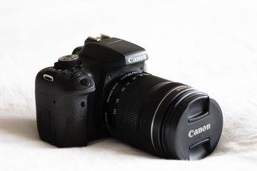 Canon EOS Rebel T6i Body + EFS 18-135 mm F/2.8L lens for Sale in Riviera Beach,  FL
