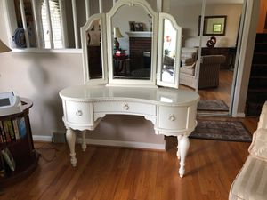 white wood vanity American signature brand for Sale in Annandale, VA