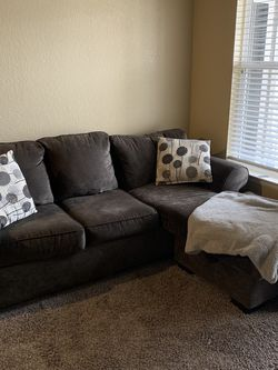 Couch With Pull Out Bed for Sale in Aurora,  CO
