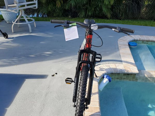 BRAND NEW 29IN HYPER DUAL SUSPENSION MOUNTAIN BIKE 6 FT AND BIGGER