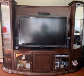 Entertainment Center / TV Console for Sale in Seaford,  NY