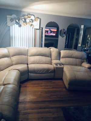 Cream sectional three Electric lazy boy this couch is very nice it's only four years old we bought it brand new from colder's for Sale in Glendale, WI