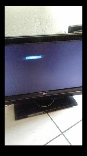 "32"" flat screen tv for Sale in Perris, CA"