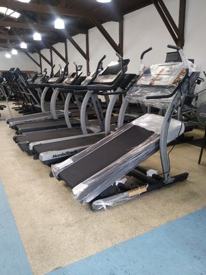 NordicTrack 40% Incline Trainer (first one in plastic) Treadmill for Sale in Vernon, CA