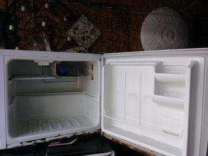 Desk top mini fridge for Sale in Columbus, OH