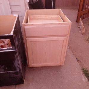 Kitchen Cabinet Unfinished oak for Sale in Moreno Valley, CA
