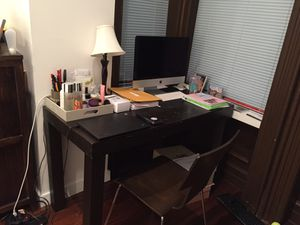 West Elm Parsons Desk + 2 desk chairs for Sale in New York, NY