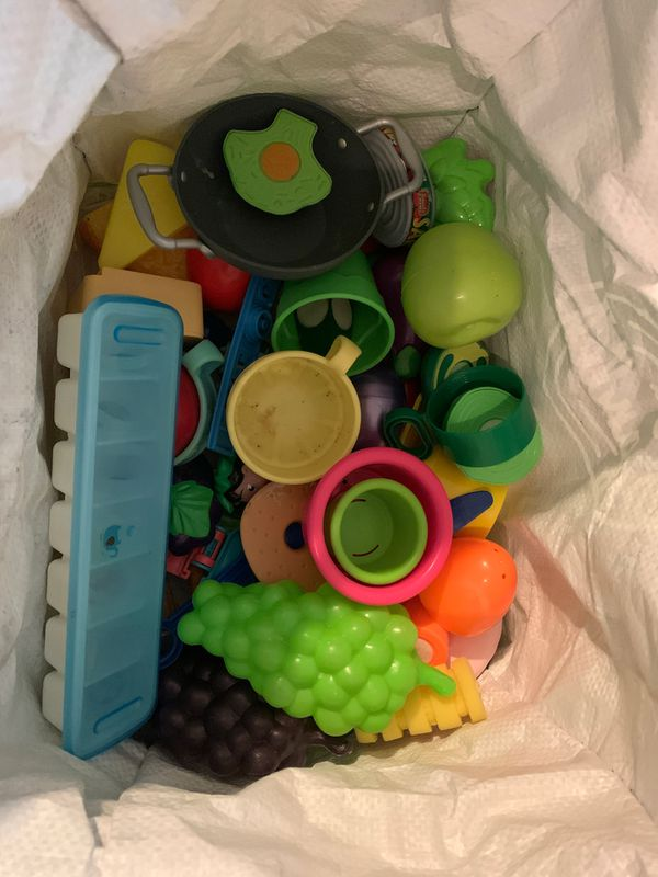 Kids kitchen food toys and toys that stick to wall in bathtub