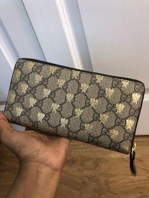 Gucci Supreme Canvas Ziparound Wallet for Sale in Brookline, MA