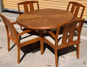 4 Chair Kitchen Table in great condition for Sale in Lakewood, CO