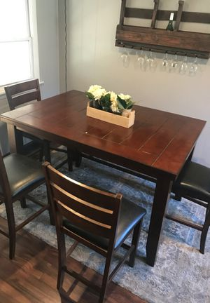 Dining Room Set 4 chairs, bench and table for Sale in Cranston, RI