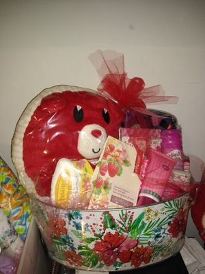 Valentine's day basket for Sale in Charlotte, NC