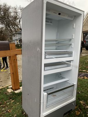 Electrolux freezer for parts or scrap. It does not have a door. for Sale in Elmhurst, IL