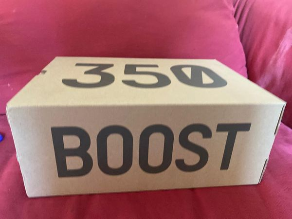 YEEZY BOOST 350 like new never used