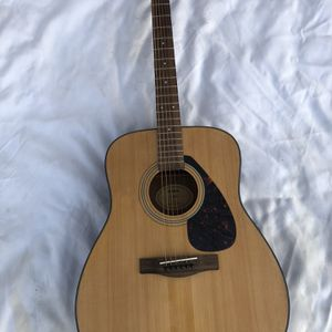 Yamaha F335 Full Size Acoustic Guitar for Sale in Fremont, CA