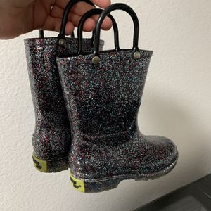 Toddler Girls rain boots size 6 in perfect condition for Sale in Kent, WA
