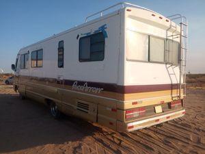 Fleetwood Rv motor home. Trailer . HUGE NICE for Sale in Adelanto, CA