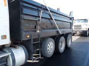 Se busca motorista clase B para manejar camion de tres ejes interesados comunicarse por este medio oh enviar número número donde contactarlo for Sale in Herndon, VA