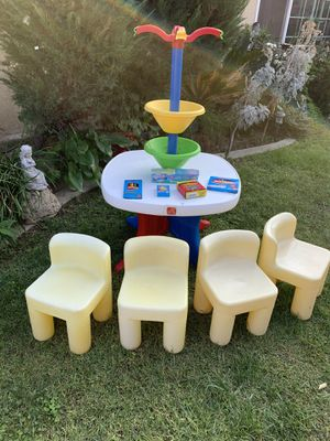 Step 2 kids desk art table and little tikes chairs for Sale in Fontana, CA