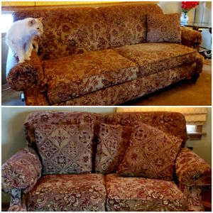Location WICHITA KANSAS Loveseat and sofa set for Sale in Wichita, KS