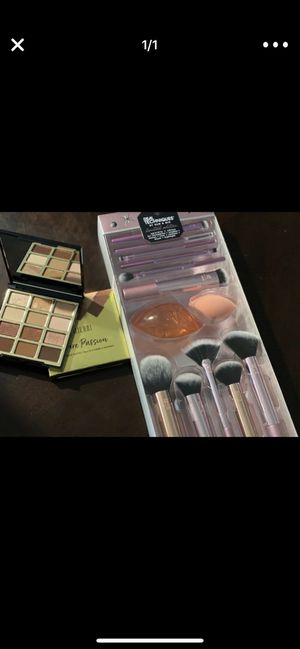 Makeup brush and sponge for Sale in Sugar Land, TX